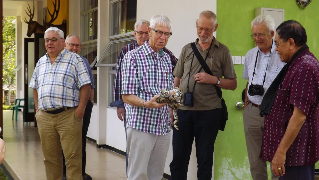 Levende slangen, niet iedereen durfde ze vast te houden.